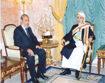 الشيخ عبدالله بن حسين الأحمر مستقبلاً الدكتور محمود الزهار وزير الخارجية الفلسطيني في مايو 2006م