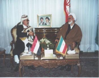 الشيخ عبد الله مع رئيس مجلس الشورى الإيراني مهدي كروبي أثناء زيارته إلى طهران في فبراير 2001م للمشاركة في أعمال مؤتمر البرلمانات الإسلامية لدعم الانتفاضة