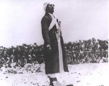 الشيخ عبد الله في ساحات الدفاع عن الثورة والجمهورية يوجه خطاباً للقبائل 1967م