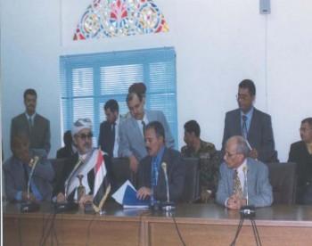 الرئيس علي عبد الله صالح في مجلس النواب يقدم ملف طلب الترشيخ لمنصب رئيس الجمهورية في سبتمبر 1999م