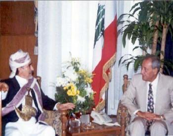الشيخ عبد الله مع رئيس مجلس النواب اللبناني نبيه بري أثناء زيارته للبنان سبتمبر 1997م