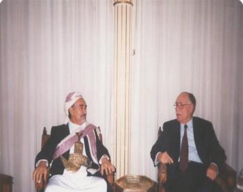 الشيخ عبد الله مع رئيس مجلس الشعب السوري عبد القادر قدورة أثناء زيارة الشيخ البرلمانية لدمشق سبتمبر 1997م