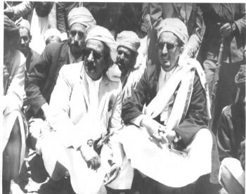 الشيخ عبد الله وبجانبه الشيخ أمين أبو راس في مؤتمر خمر