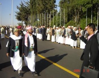 الشيخ حميد والشيخ محمد أحمد منصور لحظات ما قبل الوصول