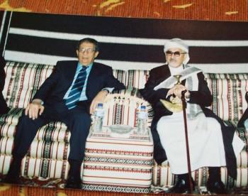 الشيخ عبد الله بن حسين الأحمر في الدوحة في حفل زفاف ولي عهد قطر مع عمرو موسى أمين عام الجامعة  العربية  8/1/2005م