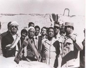 الرئيس الحمدي والشيخ عبد الله والقاضي عبد الله الحجري 1974م .
