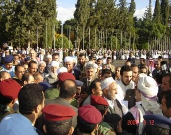 الوجوه كلها مستبشرة بوصول الشيخ عبد الله