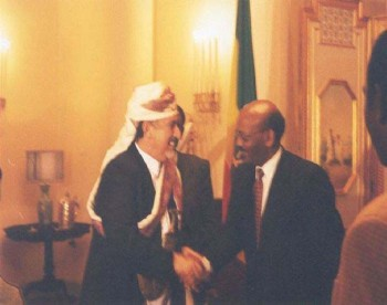 رئيس اثيوبيا الإتحادية يلتقي الشيخ عبد الله أثناء زيارته البرلمانية لأثيوبيا فبراير 2000م