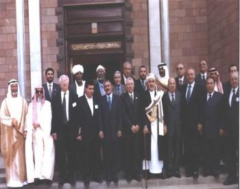 روؤساء البرلمانات العربية في صنعاء سنة 2001 مع الرئيس علي عبد الله صالح أثناء انعقاد الدورة (38) الطارئة لمجلس الاتحاد البرلماني العربي