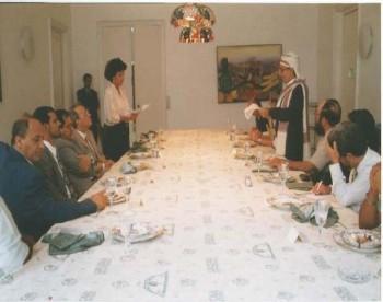 الشيخ عبد الله يلقي كلمة أمام نظيره الكوبي أثناء زيارته البرلمانية لكوبا في يوليو 1998م.