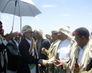 استقبال الشيخ عبد الله بن حسين الأحمر في مطار صنعا