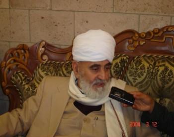 العلامه إبراهيم الوزير ينتظر وصول الشيخ عبد الله إلى مطار صنعاء
