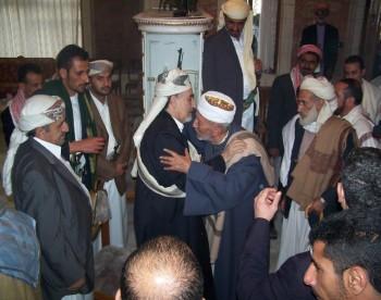 أيام العيد الشيخ عبد الله يستقبل المهنئون