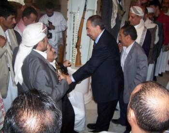أيام العيد : الشيخ عبد الله مستقبلاً اللواء حسين المسوري عضو مجلس الشورى