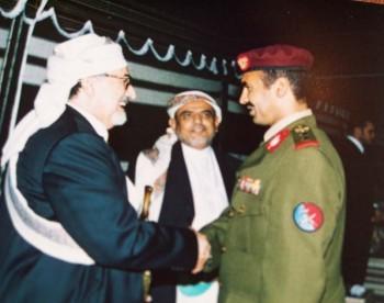 الشيخ عبد الله بن حسين الأحمر في الدوحة في حفل زفاف ولي عهد قطر مع العقيد أحمد علي عبد الله صالح قائد الحرس الجمهوري 8/1/2005م