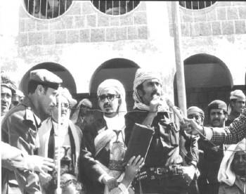الرئيس علي عبد الله صالح والشيخ عبد الله بن حسين الأحمر والشيخ سنان أبو لحوم في مطلع الثمانينات