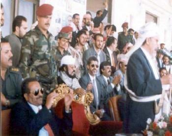 الشيخ عبد الله يلقي كلمة في مهرجان محافظة صنعاء لمرشح الرئاسة علي عبد الله صالح سبتمبر 1999م