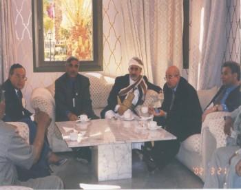 الشيخ عبد الله مع رئيس المجلس الوطني الفلسطيني سليم الزعنون أثناء المشاركة في المؤتمر (107) للإتحاد البرلماني الدولي المنعقد في مراكش مارس 2002م
