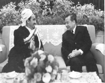 الشيخ عبد الله يلتقي في الصين اللاجئ السياسي الأمير نور دوم سيهانوك 1974م