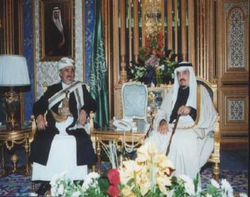 الملك فهد مستقبلاً الشيخ عبد الله أثناء زيارته البرلمانية للمملكة في نوفمبر 2000م.