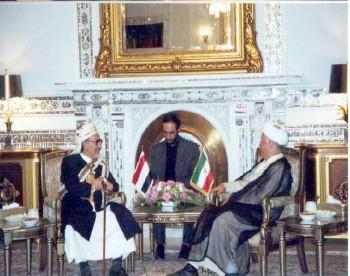 الشيخ عبد الله مع السيد هاشمي رفسنجاني رئيس مجلس تشخيص مصلحة النظام أثناء زيارته البرلمانية لطهران يوليو 1998م