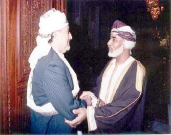 الشيخ عبد الله مع السلطان قابوس أثناء زيارته البرلمانية إلى مسقط فبراير 1997م