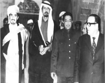 الرئيس الحمدي في زيارة رسمية للإمارات العربية المتحدة ويرى في الصورة الشيخ عبد الله والأستاذ محسن العيني 1975م