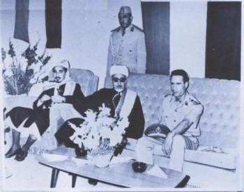 الشيخ عبد الله أثناء زيارة الرئيس الإرياني لليبيا عام 1969م وفي الصورة العقيد معمر القذافي مستقبلاً للوفد