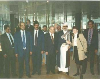 الشيخ عبد الله مع رئيسة البرلمان الألماني السيدة ريتاسوسوموث أثناء زيارته البرلمانية لألمانيا في مارس 1995م
