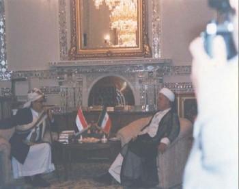 السيد هاشمي رفسنجاني رئيس مجلس تشخيص مصلحة النظام يستقبل الشيخ عبد الله في مكتبه بطهران يوليو 1998م.