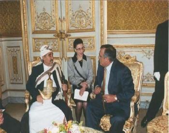 الشيخ عبد الله مع رئيس الجمعية الوطنية الفرنسية أثناء زيارة الشيخ لفرنسا في سبتمبر 1996م.