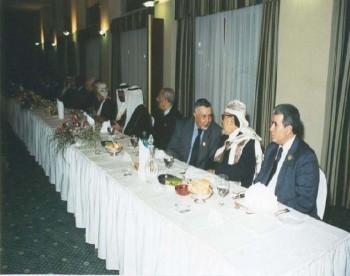 رئيس مجلس النواب مع نظيره المغربي أثناء المشاركة في مؤتمر البرلمانات العربية في الجزائر فبراير 2000م.