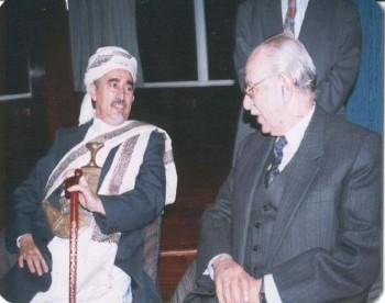 الشيخ عبد الله مع رئيس مجلس الشورى المصري الدكتور مصطفى حلمي سرور أثناء زيارته لمصر في إبريل 1995م.