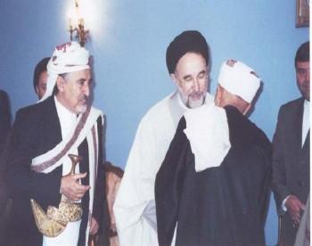 الشيخ عبد الله مع الرئيس الإيراني محمد خاتمي في زيارته لطهران من أجل القدس ويرى في الصورة العلامة أحمد الشامي .