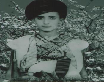 الشيخ عبد الله بن حسين الأحمر في ريعان الصبا ألتقطت الصورة عام  1948م