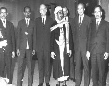 الشيخ عبد الله في زيارة برلمانية رسمية لألمانيا أكتوبر 1970م ويرى بجانبه الشيخ أحمد المطري والشيخ حود سرحان والعميد مجاهد أبو شوارب