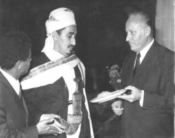 الشيخ عبد الله مع أحد المسئولين الألمان أثناء زيارته البرلمانية لألمانيا في أكتوبر 1970م