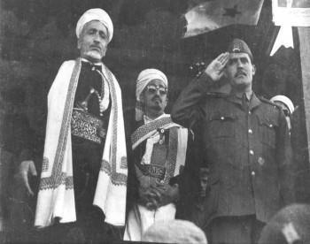 الشيخ عبد الله بن حسين الأحمر مع الرئيس عبد الرحمن الإرياني والعميد حمود  بيدر 1973م