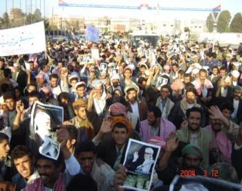 جموع المستقبلين شكلت صعوبة لحركة الباص المقل للشيخ عبد الله خلال طريقه إلى الحصبة