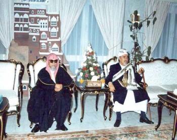 الشيخ عبد الله مع رئيس مجلس الشورى السعودي المرحوم محمد بن إبراهيم بن جبير أثناء زيارته البرلمانية للمملكة في نوفمبر 2000م