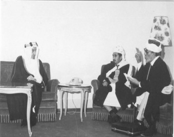 الشيخ عبد الله مع جلالة الملك فيصل والقاضي عبد الله الشماحي 1970م