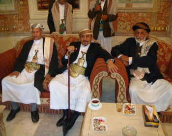 الشيخ صادق يستقبل المهنئين بعيد الفطر المبارك 1429هـ