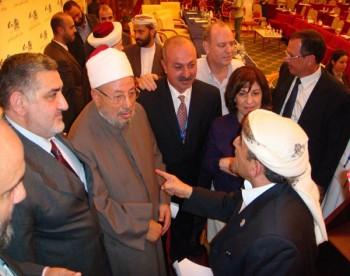 الشيخ صادق مع الشيخ الدكتور يوسف القرضاوي فى مؤتمر مؤسسة القدس السادس بالدوحة 13-10-2008 (2)