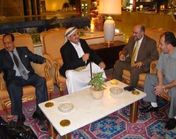 الشيخ صادق مع الدكتور اكرم العدلوني  وسفير اليمن بالدوحة 11-10-2008