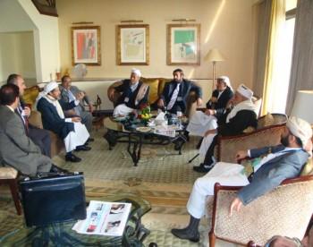 الشيخ صادق بن عبدالله الاحمر فى اجتماع مع امناء مؤسسة القدس 11-10-2008م