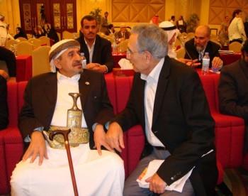 الشيخ صادق بن عبدالله بن حسين الاحمر مع الكاتب والاديب منير شفيق 12-10-2008م