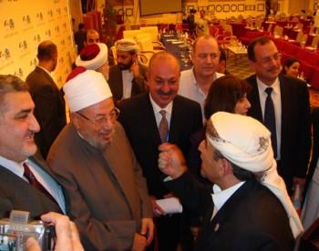 الشيخ صادق مع الدكتور يوسف القرضاوي فى مؤتمر مؤسسة القدس السادس بالدوحة 13-10-2008