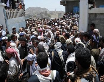 الشيخ صادق ينهي قضية مقتل مدير مكتب باجمال في يافع
